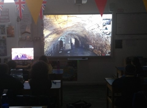Y5 and Y6 pupils have a virtual tour of Minharot Hakotel